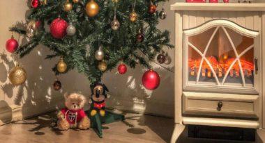 Design around a theme near Christmas Tree