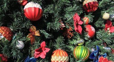 Hang Christmas Tree Ornaments