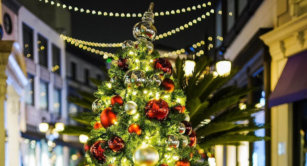 How to Decorate Christmas Tree at home Easy Steps